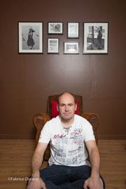 Autoportrait assis 2