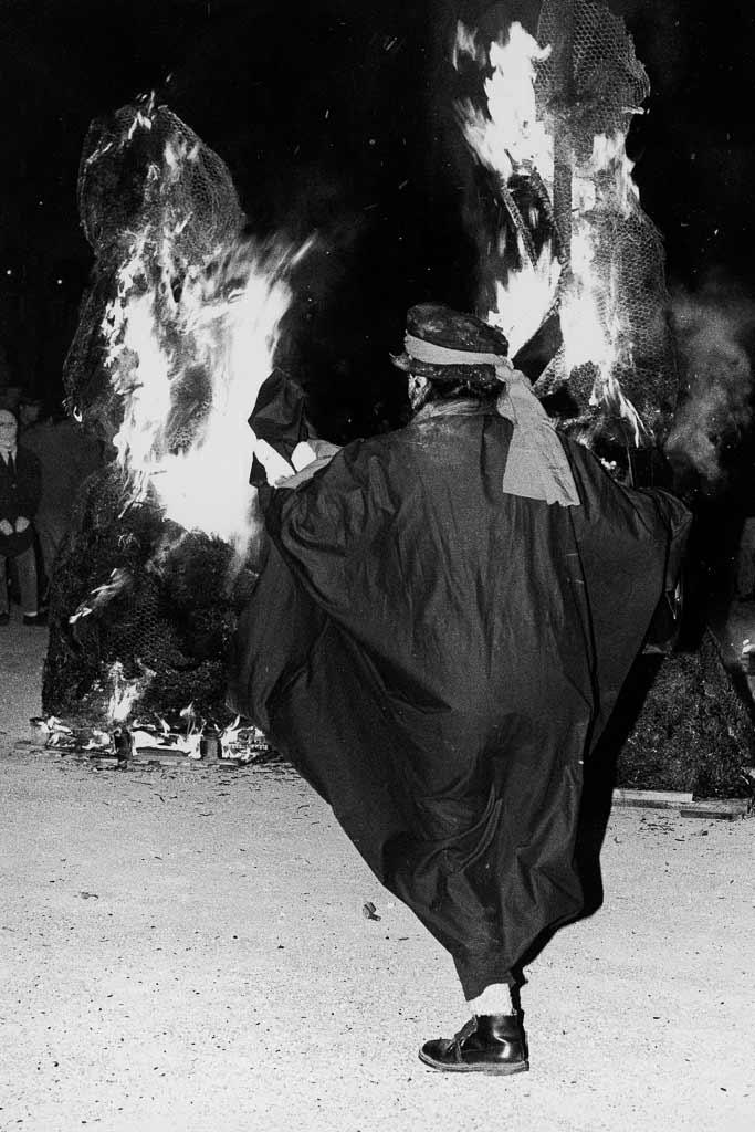 La sentence est donnée le roi de carnaval doit brûler, Carmentran carnaval de la paille d'Aurillac 1996.