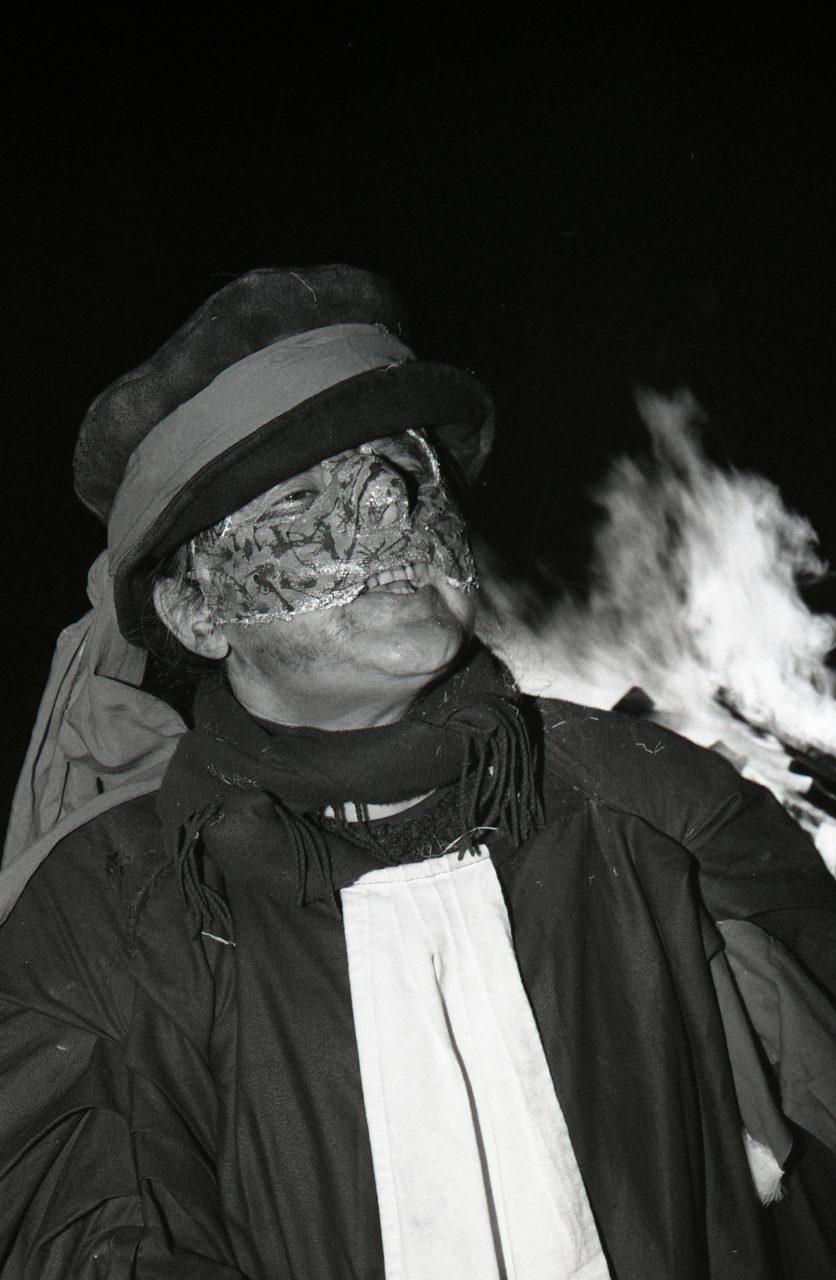 Roi carnaval brûle et toutes nos erreurs avec lui Mme la juge lance la farandole, Carmentran carnaval de la paille d'Aurillac