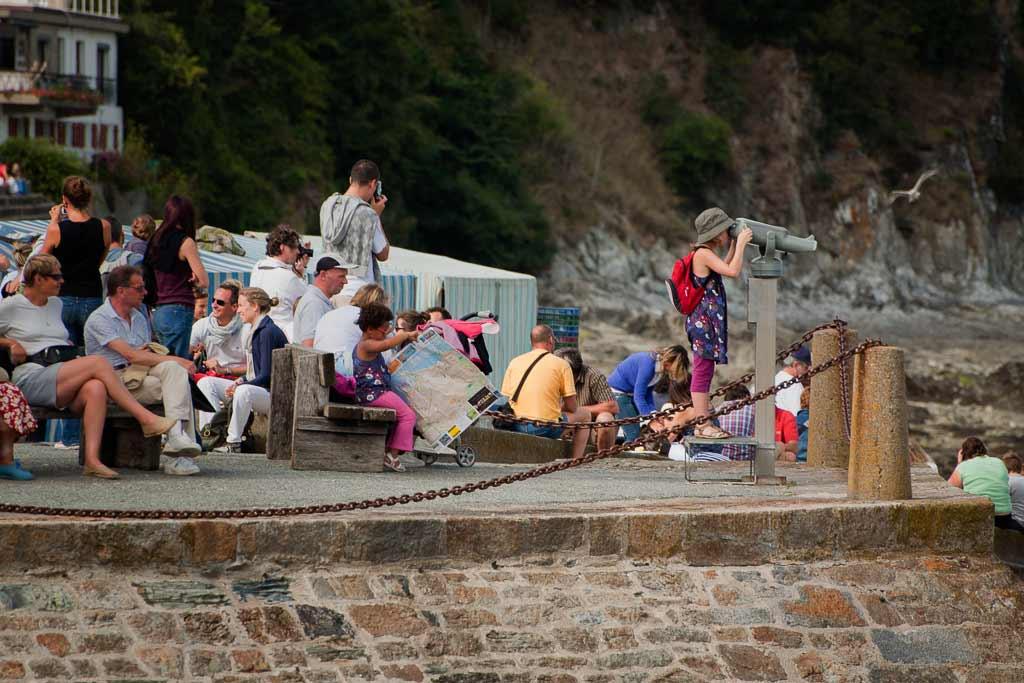 2 Soeurs vivent leur aventure au milieu des touriste Cancale