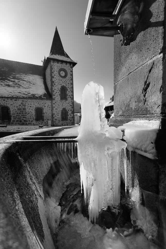 Fontaine de Glace - Place de l'église Jussac Cantal