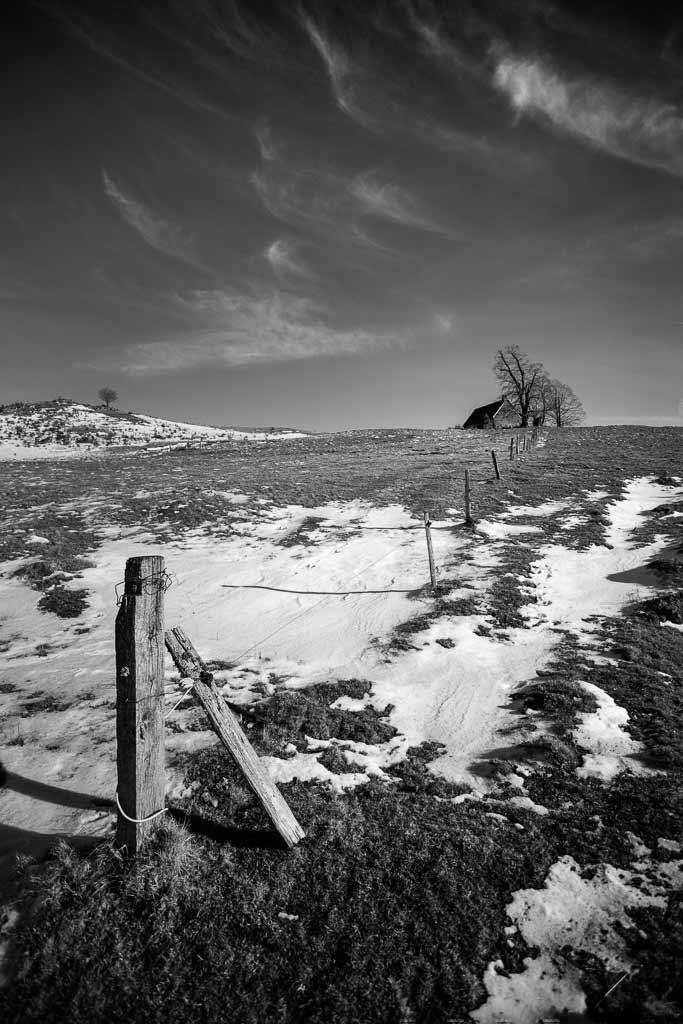 Le buron sur la coline hivers cantal