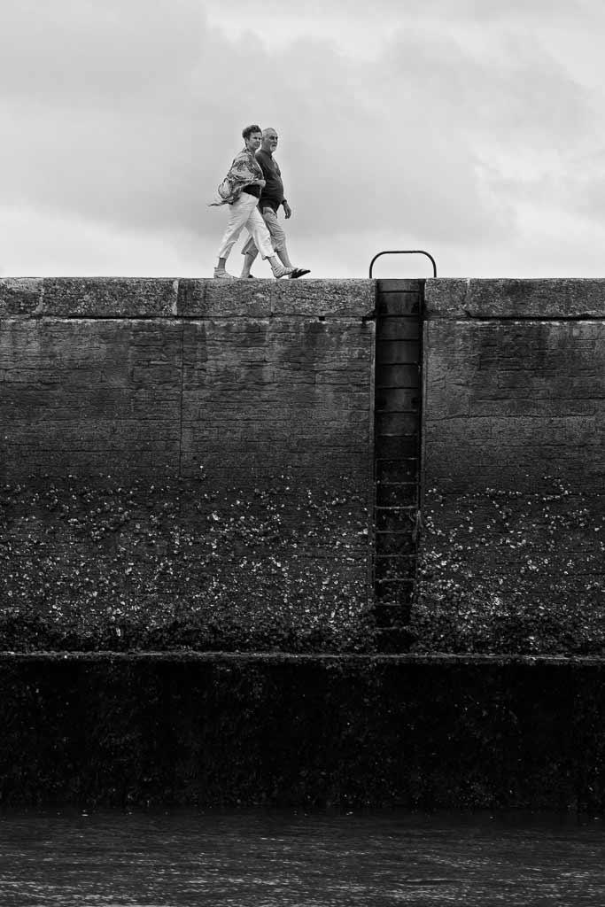 Couple de sexagénaires sur la digue Boyarville