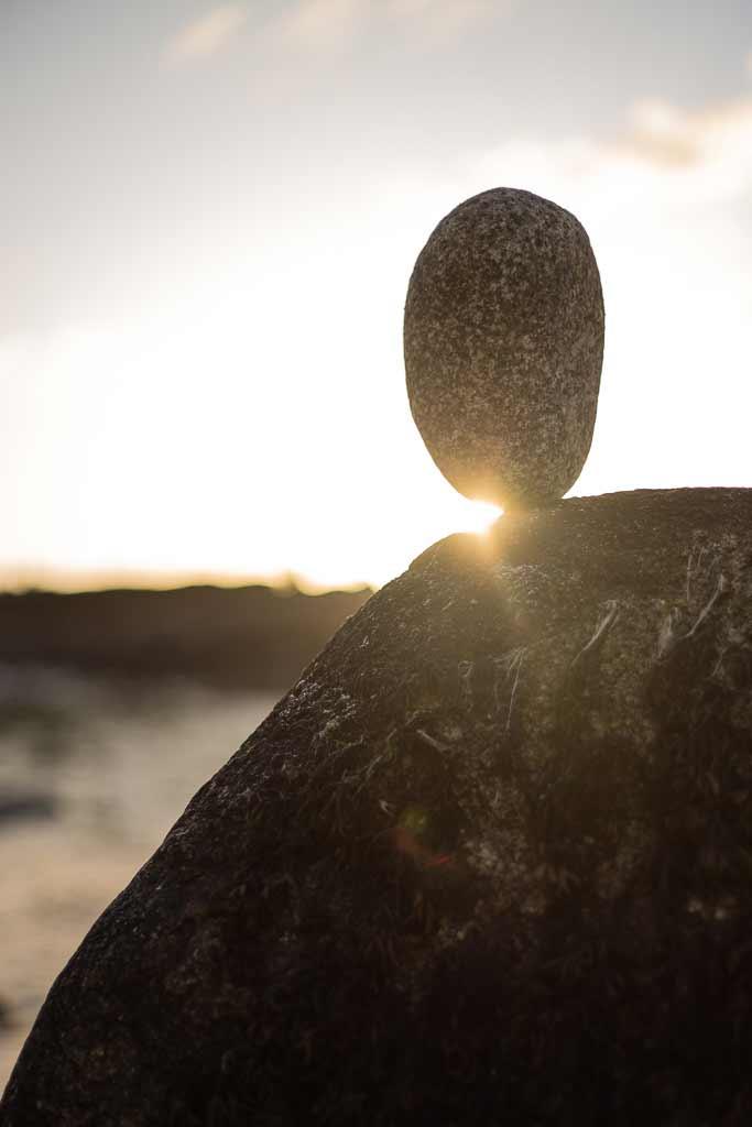 Pierre en equilibre au Couche de soleil