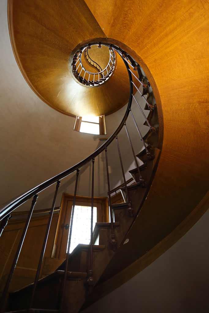 Contre plongé escalier a vis Château d'Azay le rideau