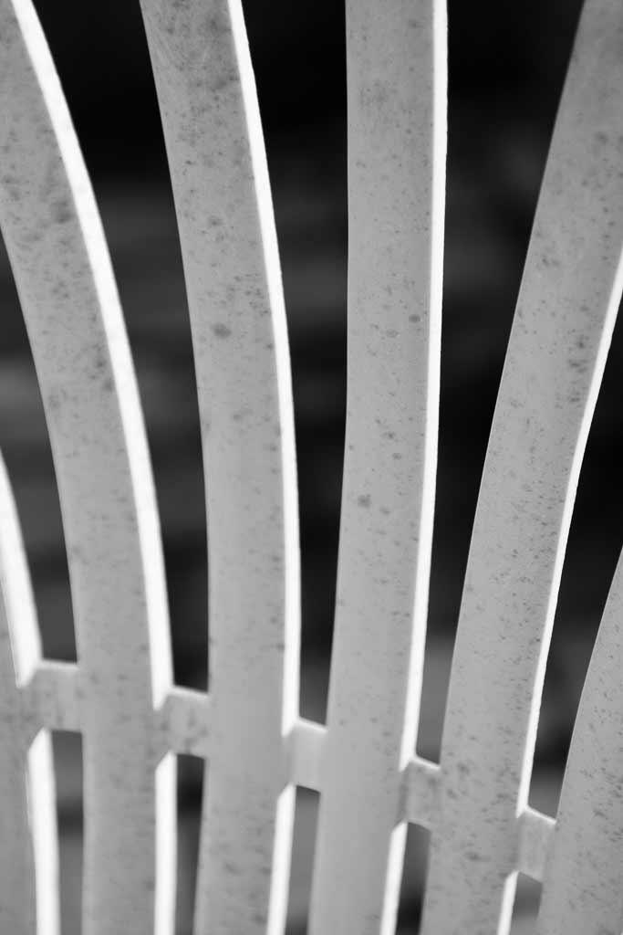 Chaise plastique jeux de lignes