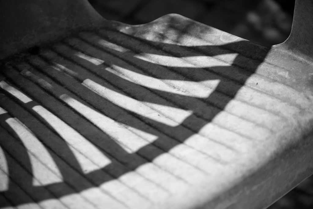 Chaise plastique ombre du dosssier