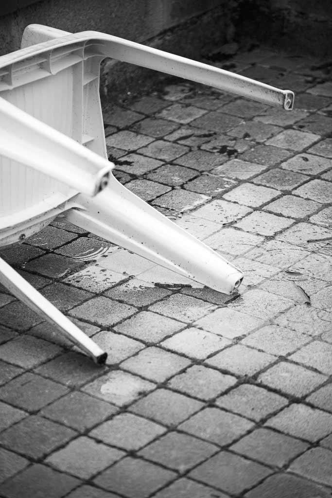Chaise plastique jour de pluie