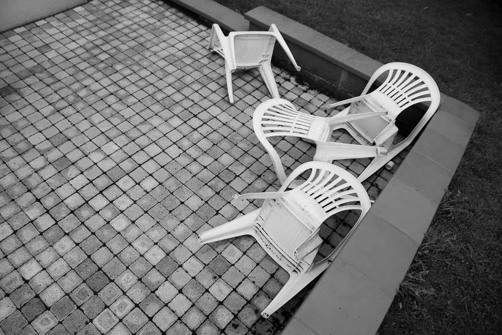4 Chaises plastique jour de tempete