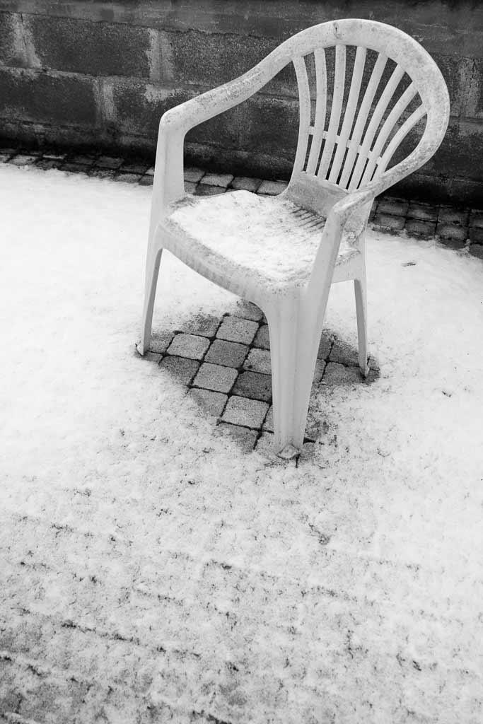 Chaise plastique jour de neige
