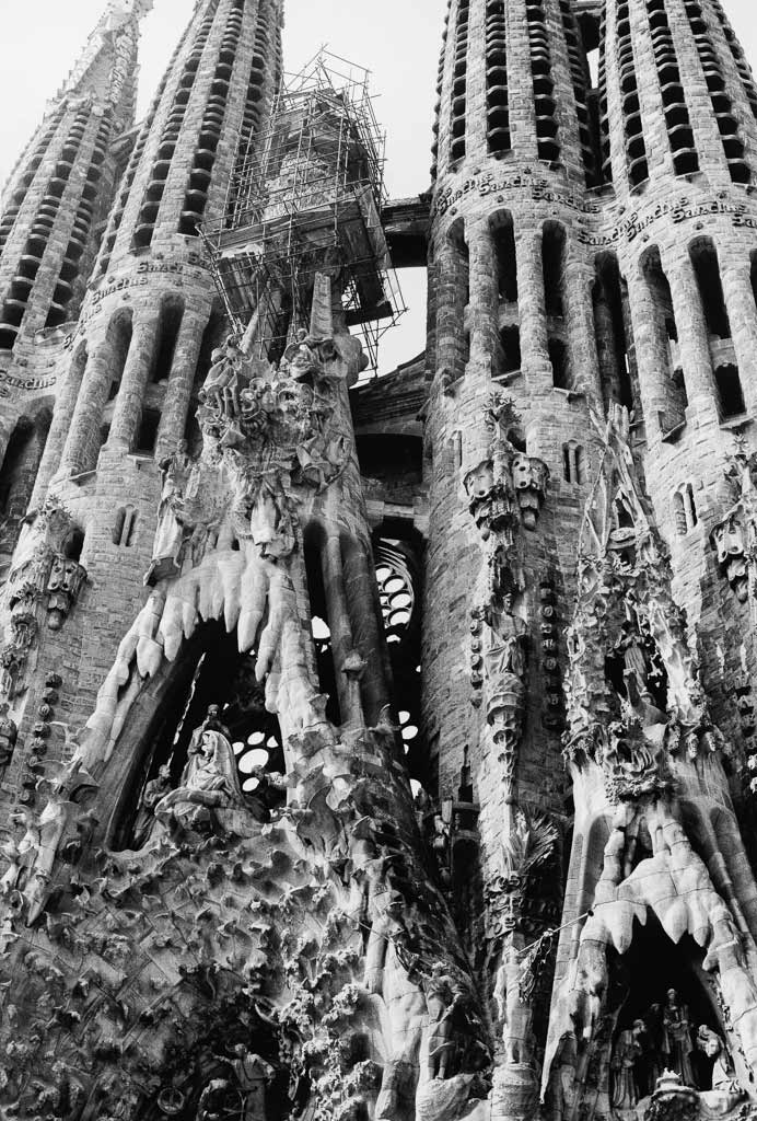 Facade en construction SFaçade en construction Sagrada falilia Barcelone Espagneagrada falilia Barcelone Espagne