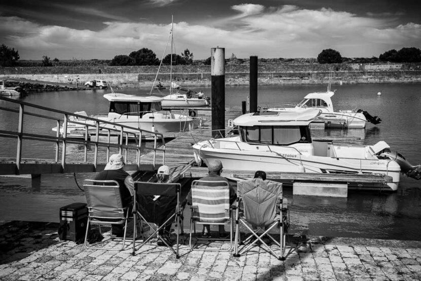 2 générations face au port de Douet