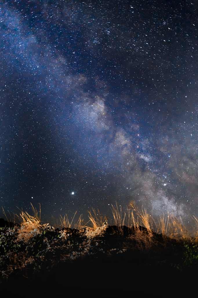 Voie lactée une nuit d'été sans lune et sans nuage en Corrèze.
