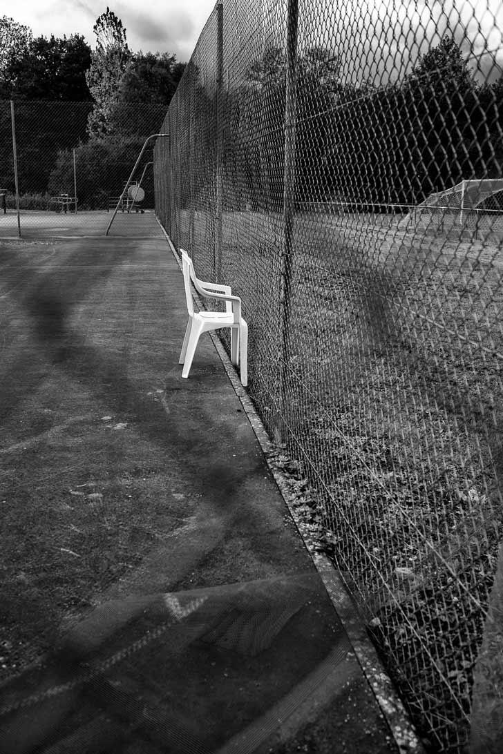 La chaise du terrain de tennis
