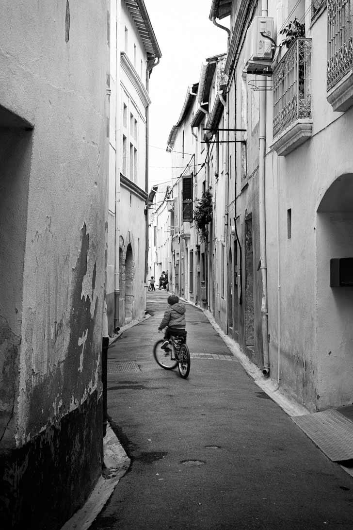 Un jeune cycliste